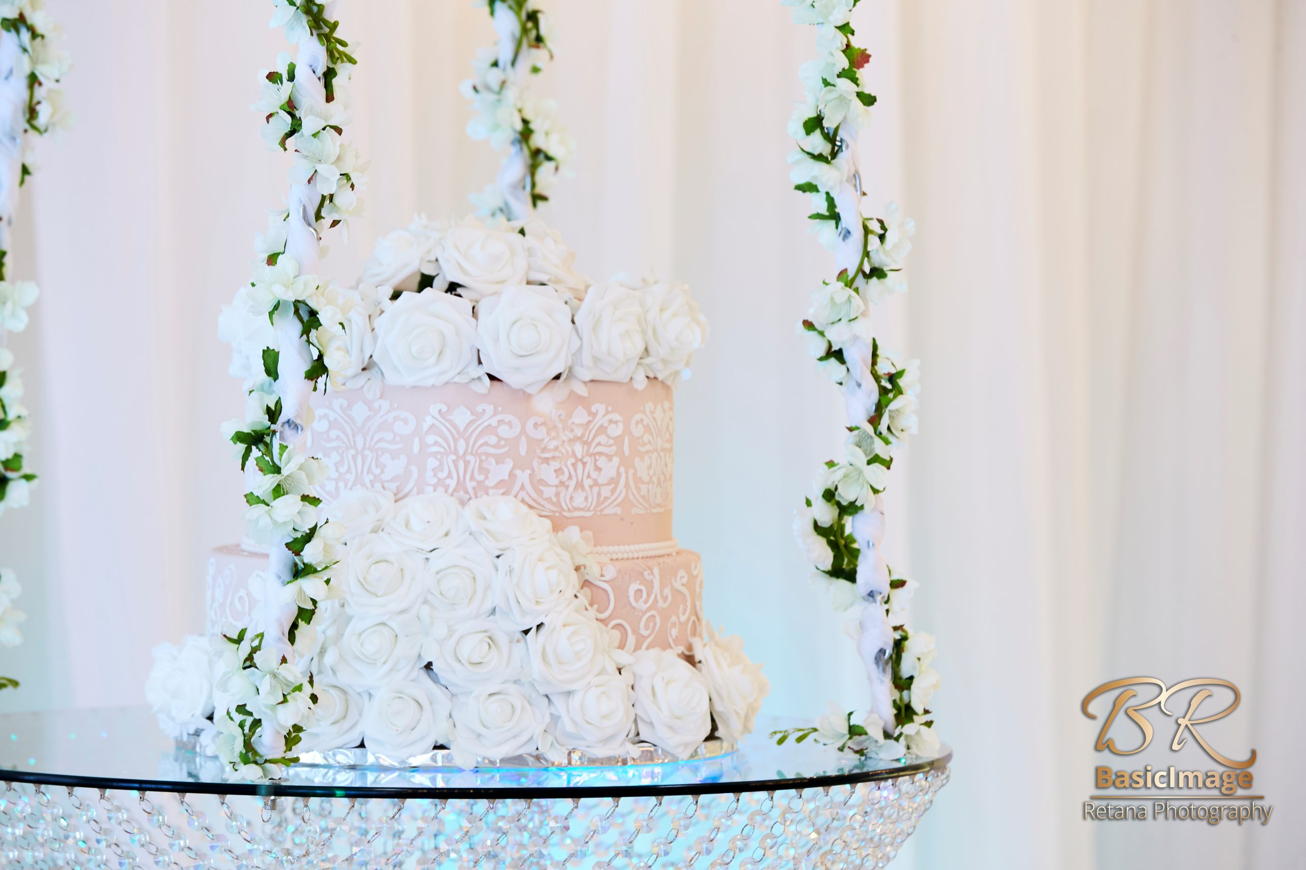 LeVenue cake swing and cake decor