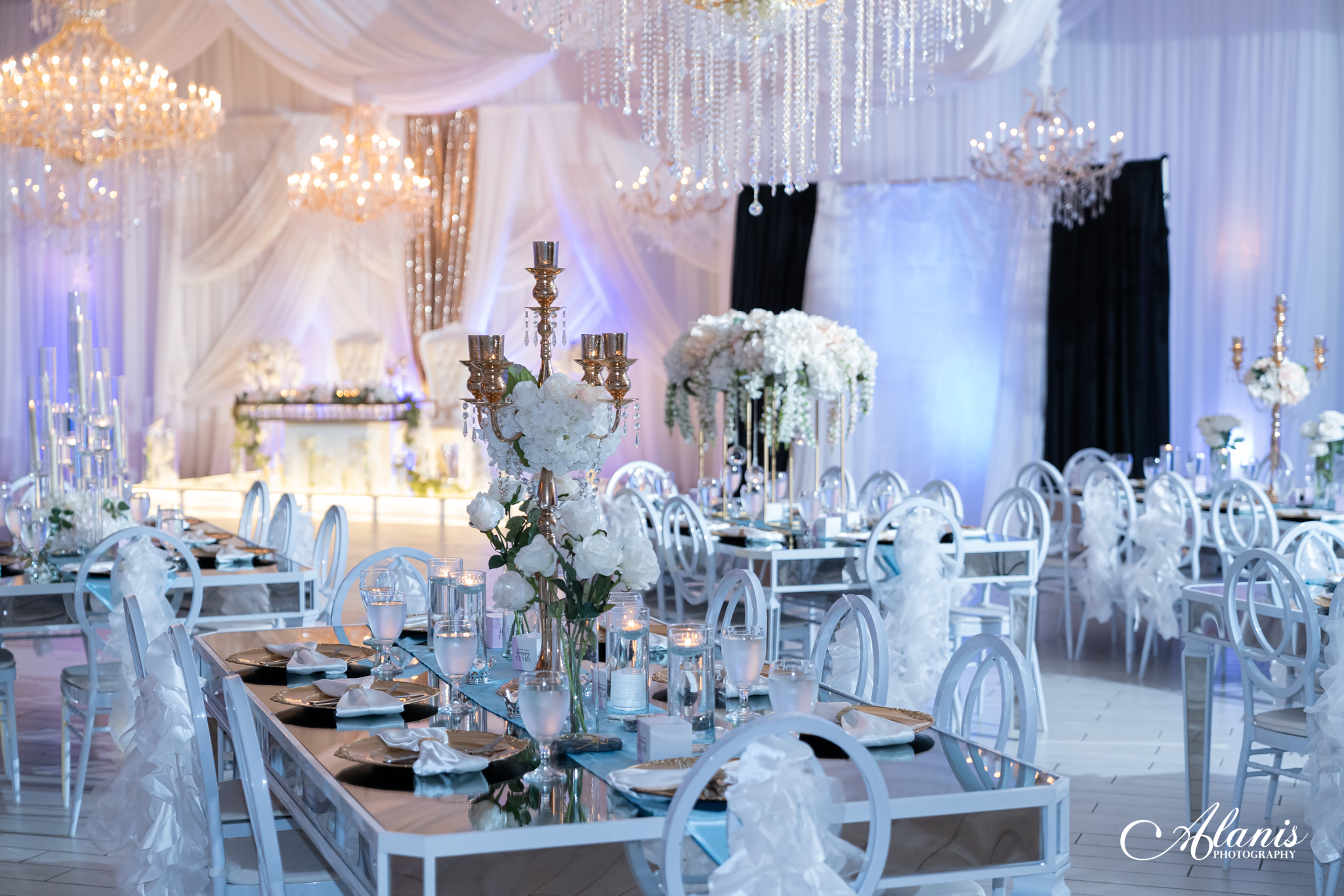 LeVenue ballroom and dining decor