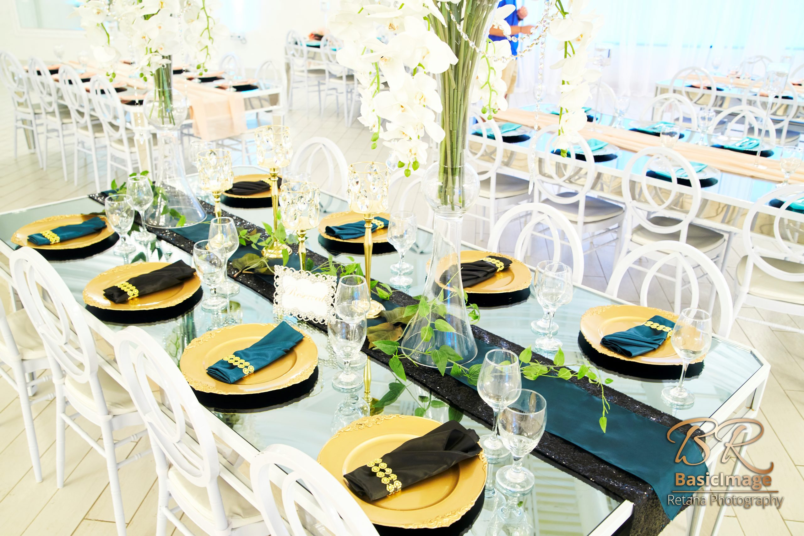 LeVenue dining and table decor